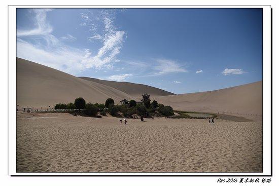 Dunhuang, China: 月牙泉-沙漠綠洲