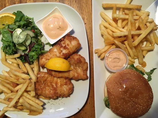 Kannslarinn: Badly taken pic of chicken burger and fish&chips