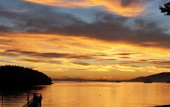 Mayne Island, Canada: Sunrise Over Belle Islet Chain