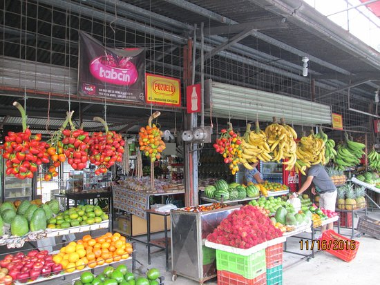 Provincia de Heredia, Costa Rica: Fruit stand enroute from San Jose to Rain Forest