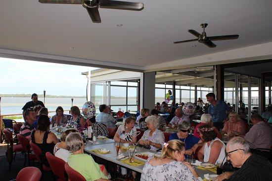Golden Beach, Austrália: Dining with water views