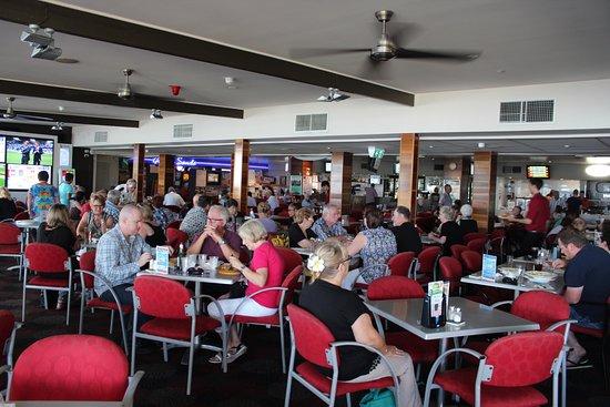 Golden Beach, Austrália: Dining area