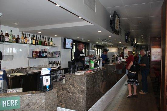 Golden Beach, Austrália: The bar