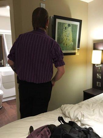 Premier Inn York City (Blossom St North) Hotel: 飯店人員還上來處理