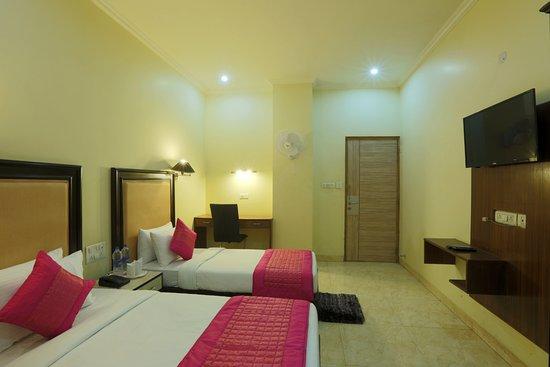 OYO 714 Hotel De Plaza: Executive Room With Mini Bar And Tea Coffee Maker  Facility