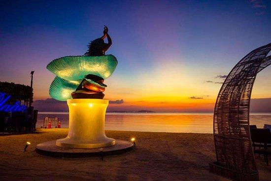Bangsaen, تايلاند: Mermaid on Beach