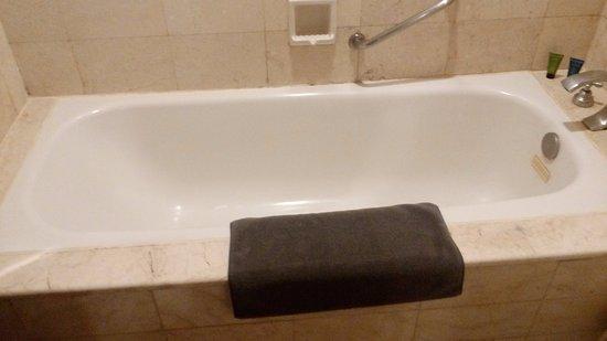 Aston Tropicana Hotel Bandung Bath Up
