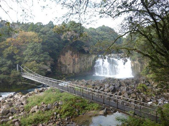 関之尾滝, つり橋