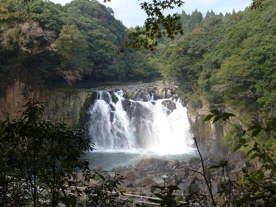 Sekinoo Fall: だらだらの下り坂を歩きます。