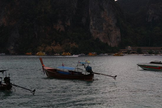 Phi Phi Hotel: View from the road