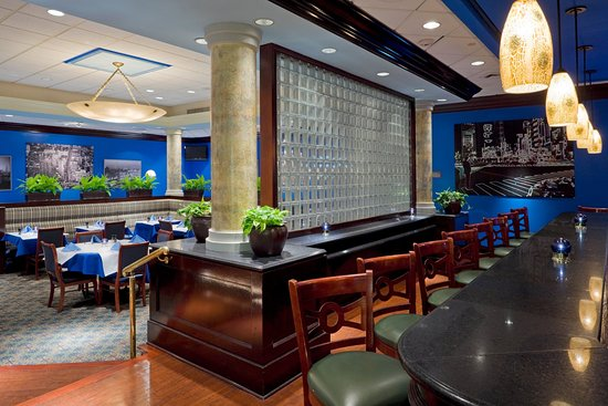 Crowne Plaza Hotel Englewood: Bar and Lounge
