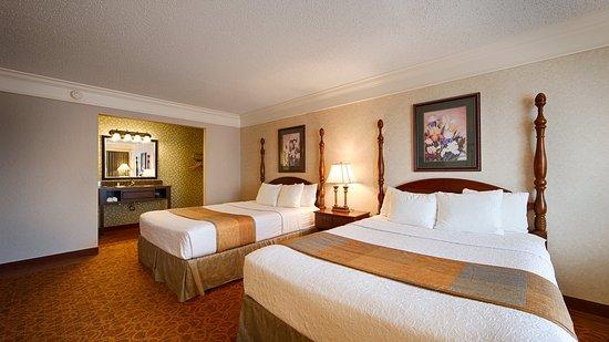 BEST WESTERN Inn of the Ozarks: Two Queen Standard Room