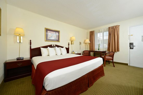 Hardy, AR : Deluxe King Guest Room