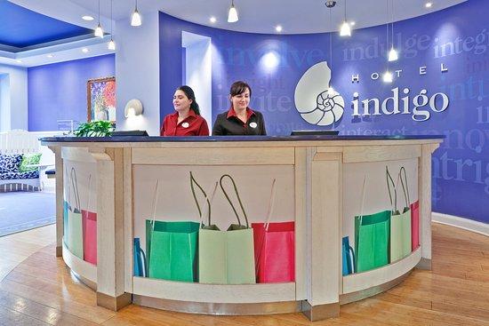Hotel Indigo Chicago Downtown Gold Coast: Front Desk