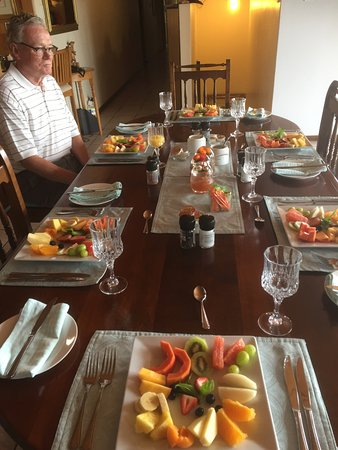 Aqua Marina Guest House: Great breakfast spread!