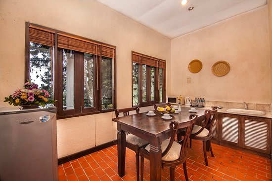 Heritage Suite Dining room with electric water jug, Microwave ...