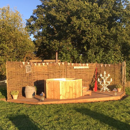 Pluckley, UK: Woodfired hot tub