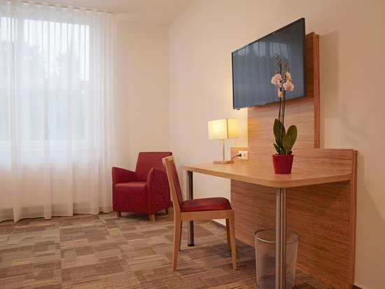 Wörrstadt, Deutschland: A spacious & nicely furnished room