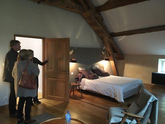 Les Chambertines: Suite à l'étage très spacieuse et décorée avec goût