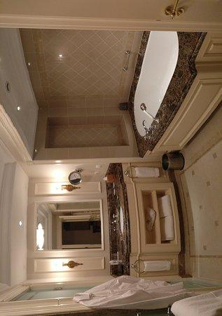 Fairmont Grand Hotel Kyiv: IMG_20161114_001956_large.jpg
