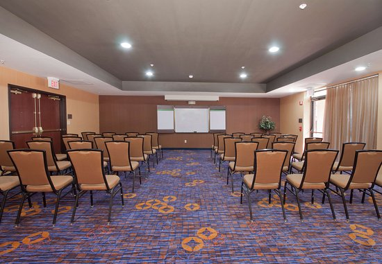 Brown Deer, WI: Meeting Room – Theater Setup