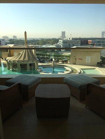 Отличный отель в форме египетской пирамиды!