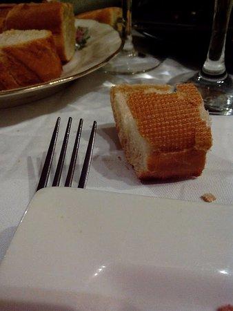 Chalais, France: Le pain industriel et sec