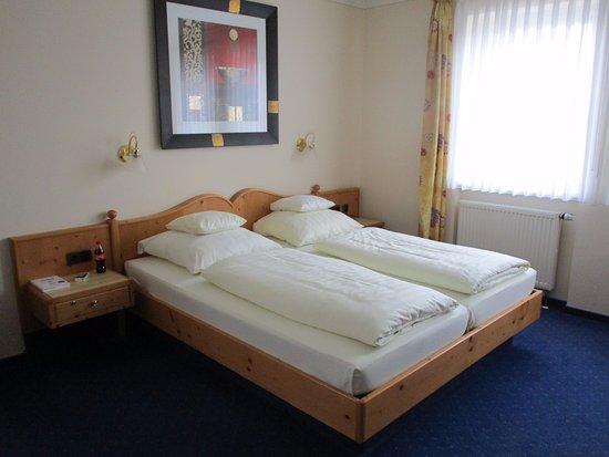 Hotel am See: Schönes Doppelbett