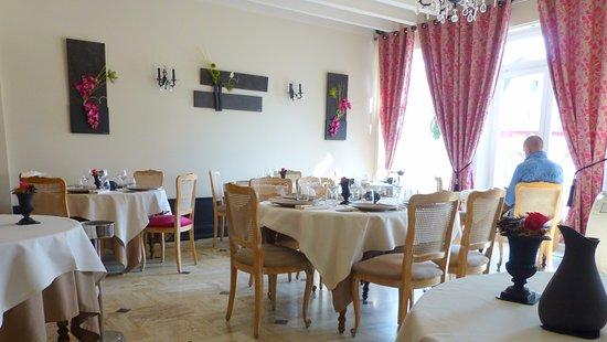 Bléré, France : La salle
