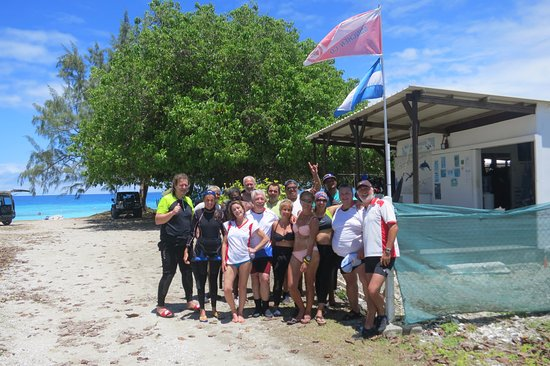 Rangiroa Plongée : El grupo feliz junto al equipo de Rangiroa Plongue