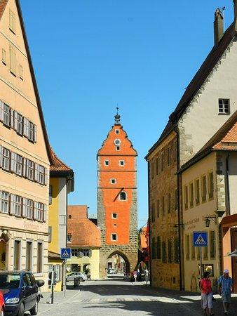 Dinkelsbuhl, Jerman: Blick zum Wörnitzer Tor vom Marktplatz