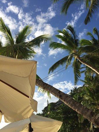 Microtel Inn & Suites by Wyndham Boracay: Flott beliggende hotell på Diniwid Beach. Meget hyggelig betjening, fine rom, bra renhold, god m