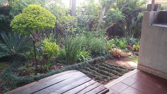 Sabie, Sudáfrica: Tipperary cottage: Private patio, braai & garden