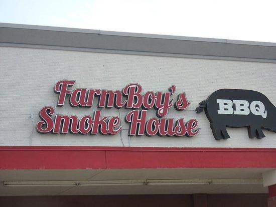 Rushville, IN: FarmBoy's Smokehouse BBQ