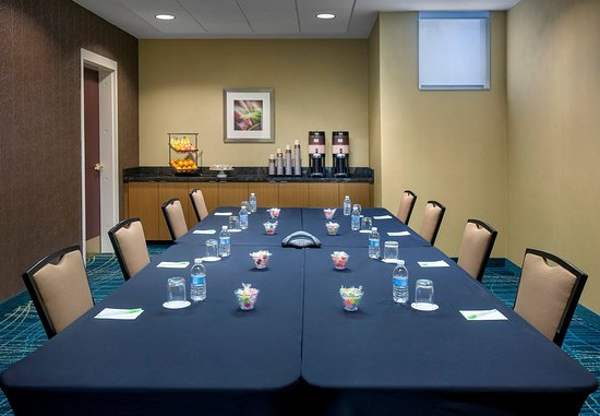 Willow Grove, PA: Meeting Room – Boardroom Setup