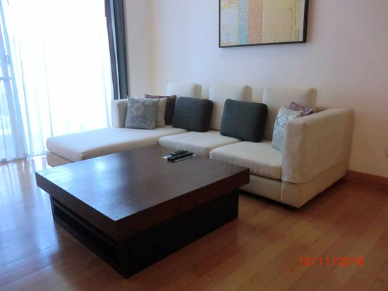 Living room with big comfy sofa - Picture of Shama Sukhumvit ...
