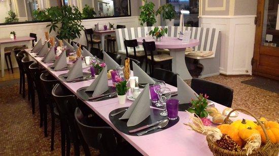 Bex, Switzerland: table de banquet