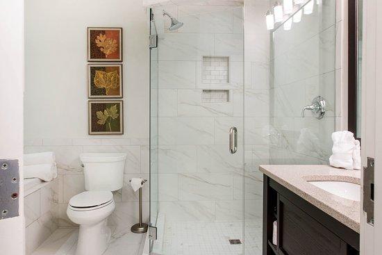 Plainwell, MI: Bathroom