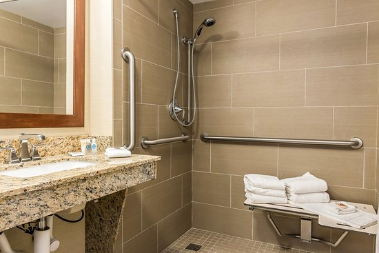 Piqua, OH: Bathroom