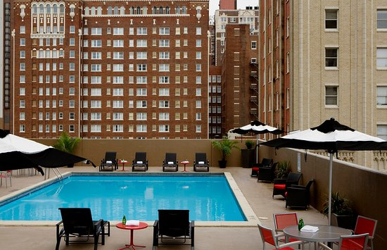 Crowne Plaza Hotel Kansas City Downtown: Enjoy views of downtown while you relax by our roof top pool