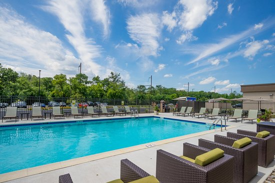 Fort Washington, PA: Our outdoor Swimming Pool is open from Memorial Day till Labor Day