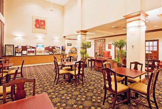 Lucedale, MS: Breakfast Area