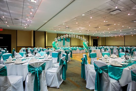 Glen Ellyn, IL: Plains Ballroom