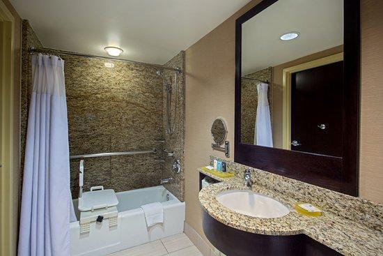 Glen Ellyn, Илинойс: Wheelchair Accessible Bath