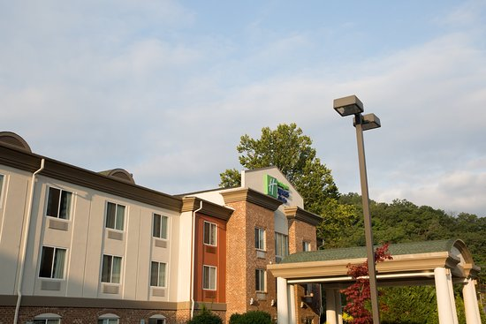 Holiday Inn Express Cherokee/Casino: Hotel Exterior