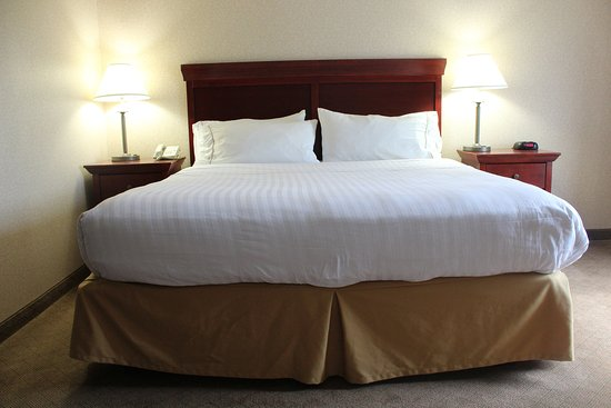 Wilmington, OH: This King Size bed will have you sleeping like a KING!