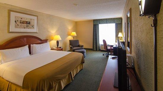 Sturtevant, WI: King Bed Guest Room