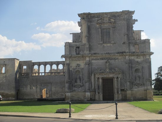 Melpignano, Italia: Facciata e ex convento