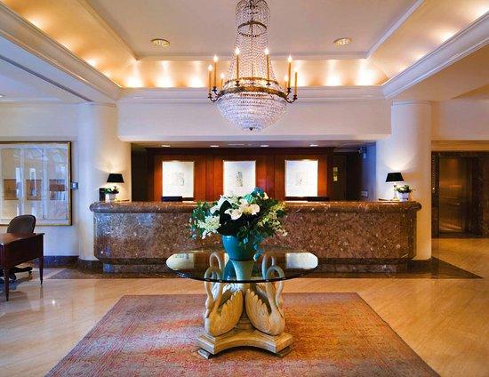 캠턴 플레이스, 타지 호텔 사진