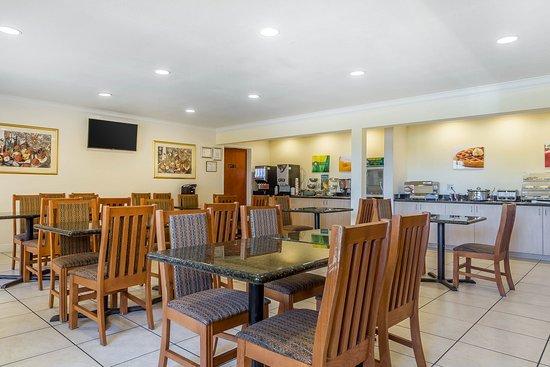 Quality Inn & Suites Vacaville: Breakfast area